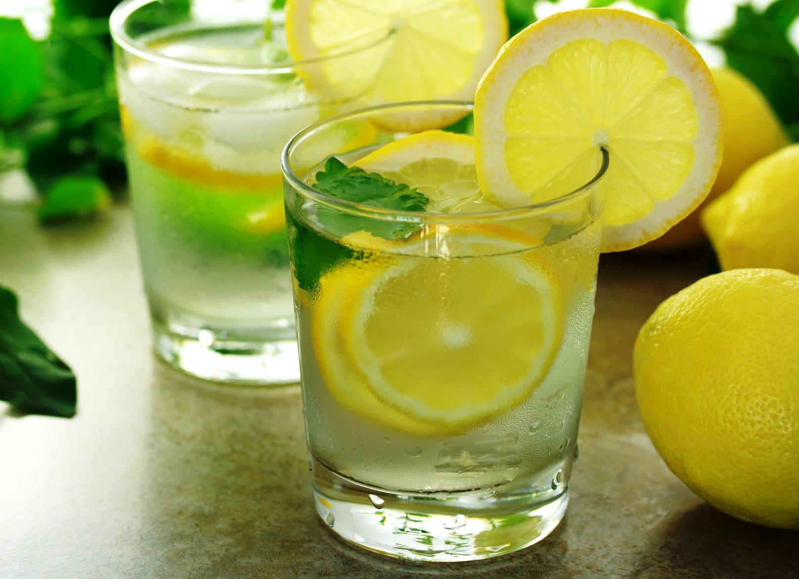 manfaat air rendaman lemon