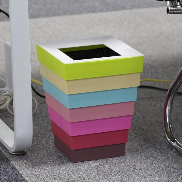 tempat sampah unik warna-warni
