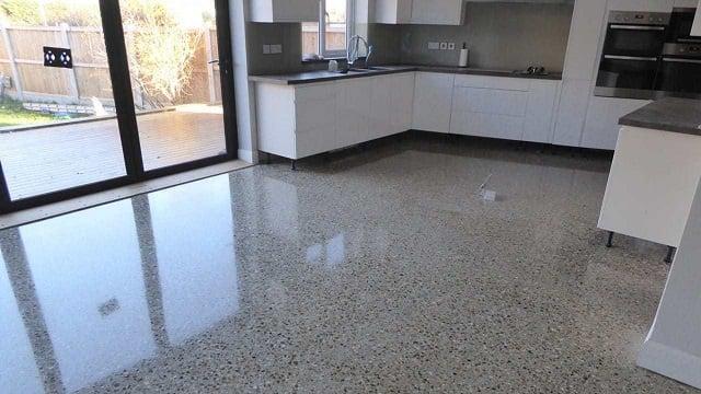 lantai plester batu kerikil
