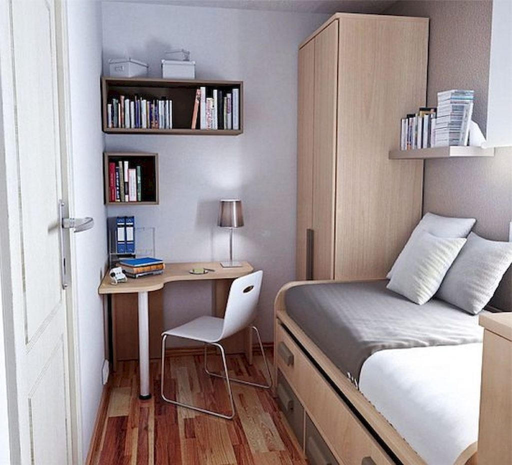 kamar tidur kecil dengan meja sudut