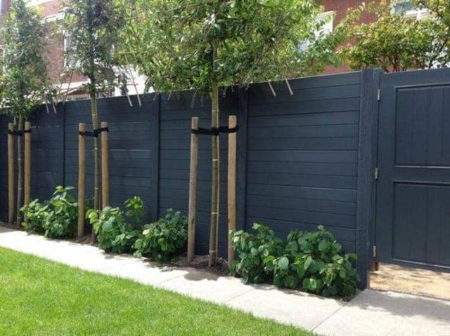 contoh pagar rumah kayu hitam