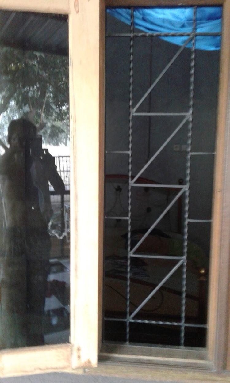 20 Model Teralis Jendela Besi Ulir Terkeren Yang Bikin Rumah Jadi Cantik