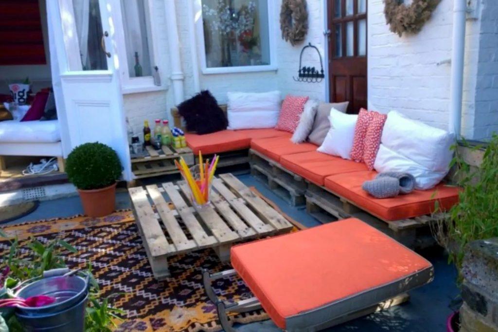 halaman rumah bernuansa rustic