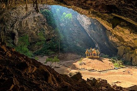 gua menyeramkan