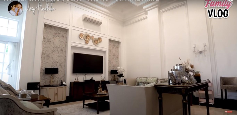 ruang keluarga rumah artis