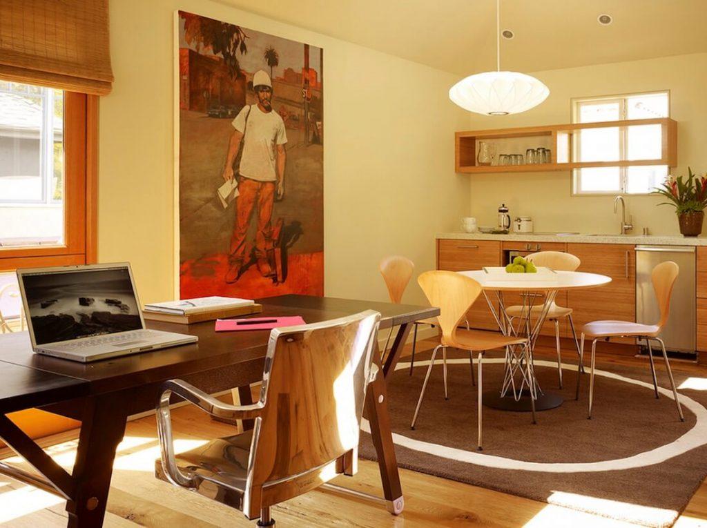 dapur, ruang makan, dan ruang kerja sekaligus