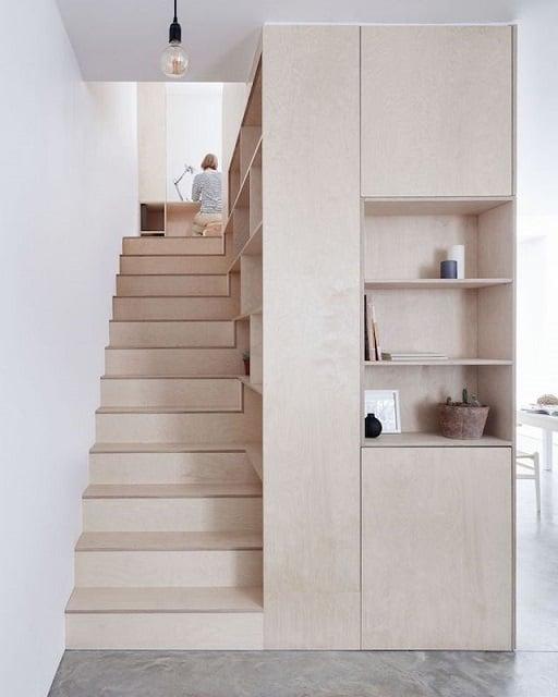 desain tangga rumah minimalis ruang sempit dari kayu
