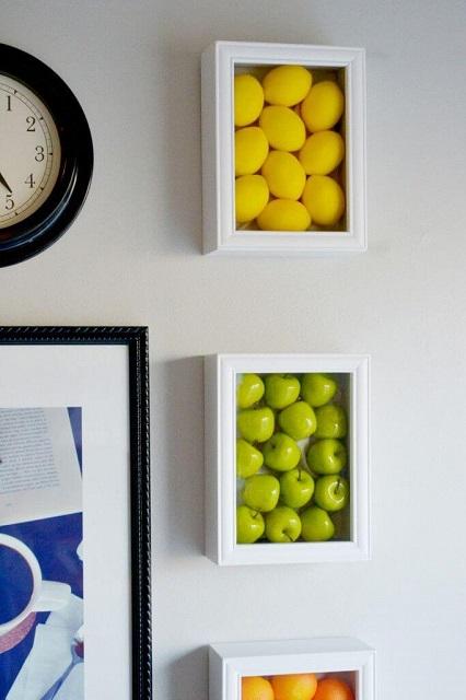 kotak display jadi hiasan dinding dapur