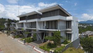calistha dago residence