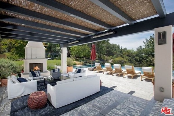ruang santai outdoor