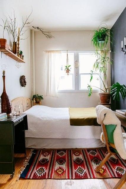 desain kamar 3x3 dengan tanaman hias