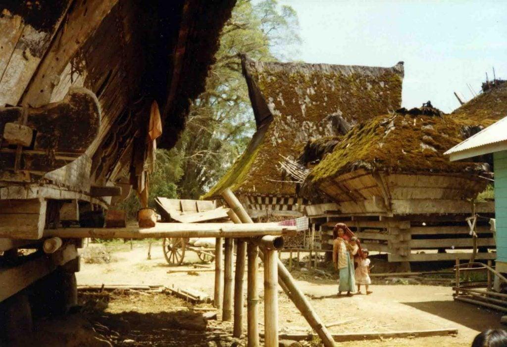 pembangunan rumah adat karo