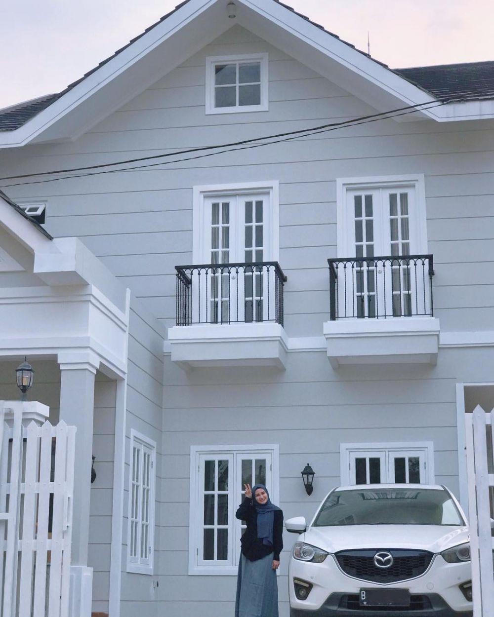8 Potret Rumah Natalie Sarah Bergaya Amerika Klasik | Unik Dan Beda!