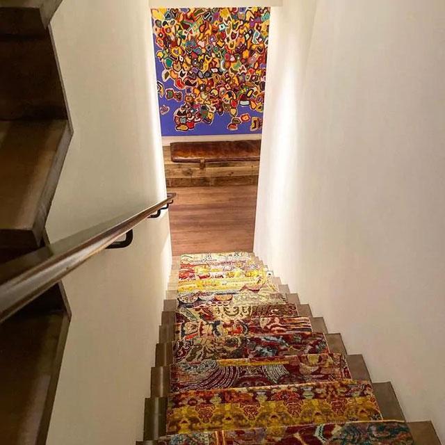 tangga bercorak unik