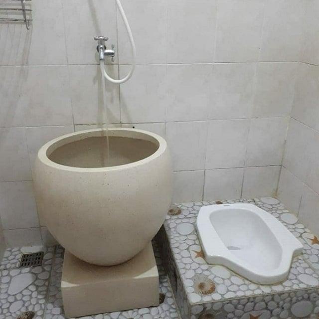 Hasil gambar untuk Kamar Mandi Kloset Jongkok Lengkap dengan Shower dan Bak Air