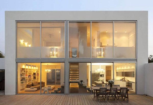 7 Bukti Desain Fasad Kaca Bikin Rumah Modern Tampak Makin ...