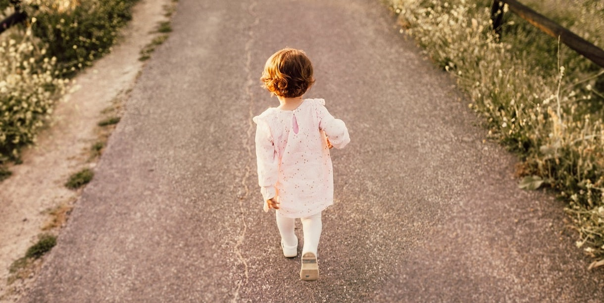 cara melatih anak berjalan