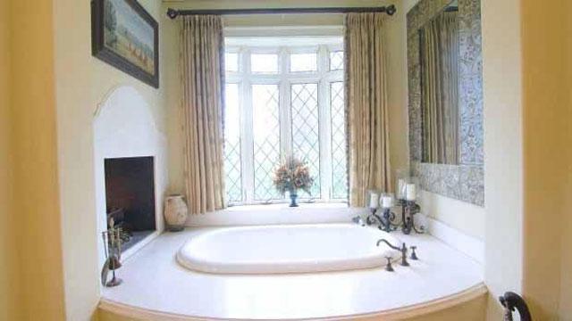 kamar mandi kuning