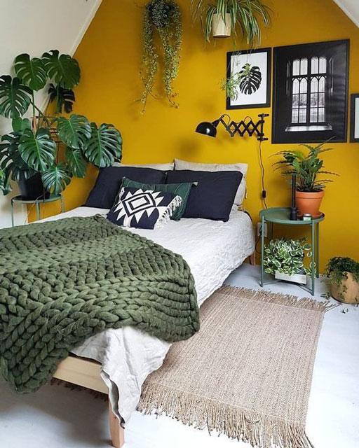 kamar tidur warna mustard