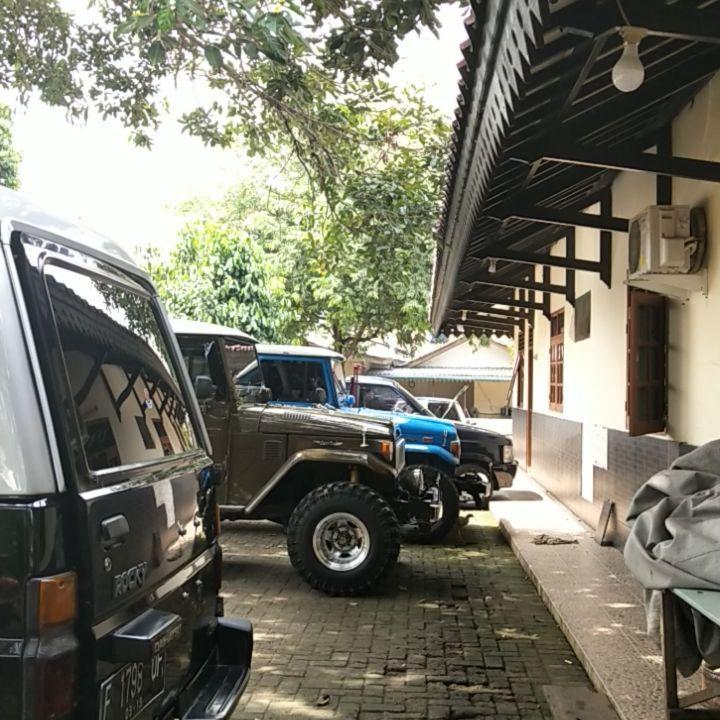 Koleksi Mobil dan Motor Antik