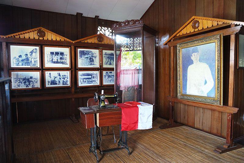 Lukisan Soekarno yang Karismatik dan Foto-foto Bersejarah