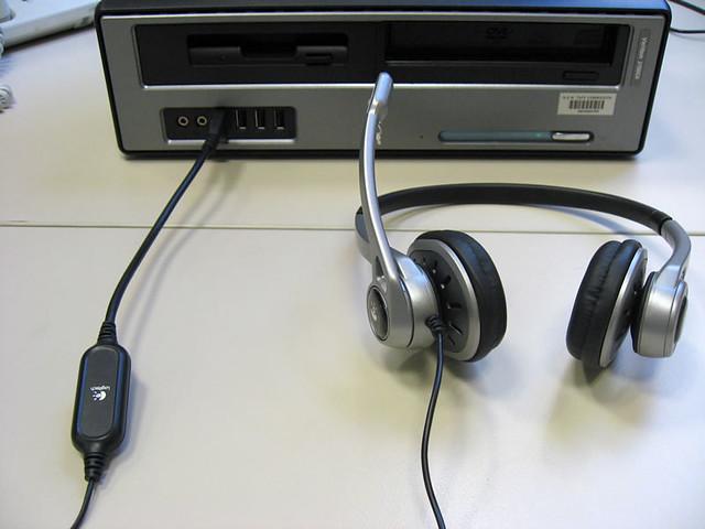 perbedaan headset dan earphone