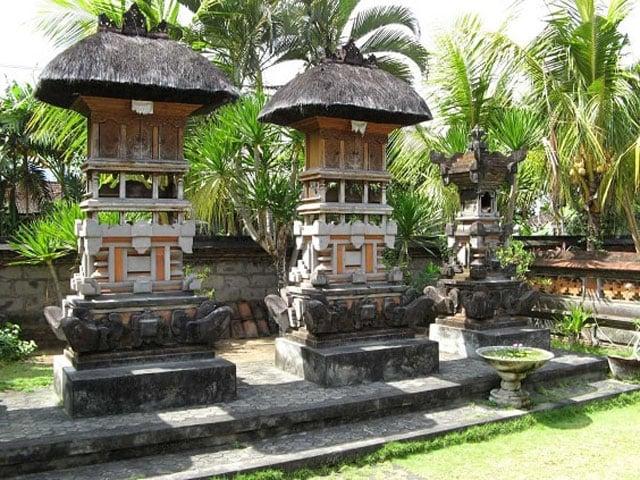 Sanggah pada rumah adat Bali sebagai tempat untuk beribadah keluarga