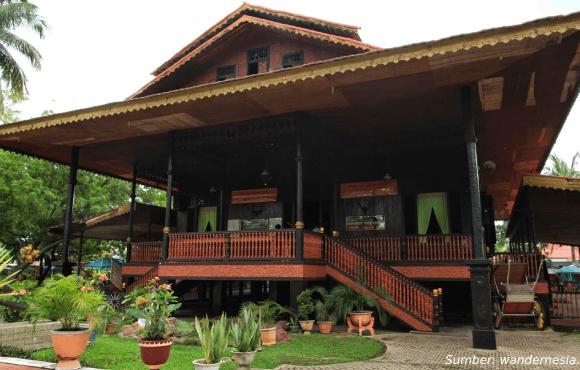 Rumah Adat Gorontalo Bantayo Poboide