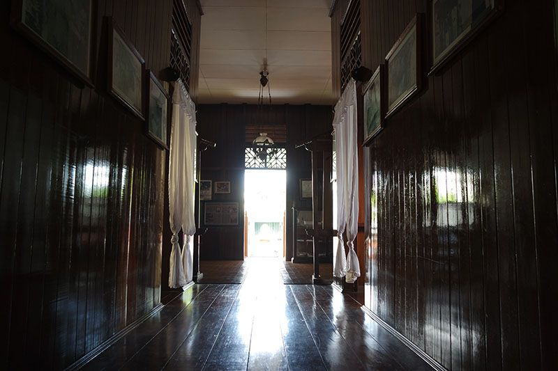 seluruh bagian rumah terbuat dari kayu dan terawat
