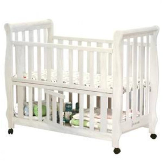 tempat tidur bayi putih kayu