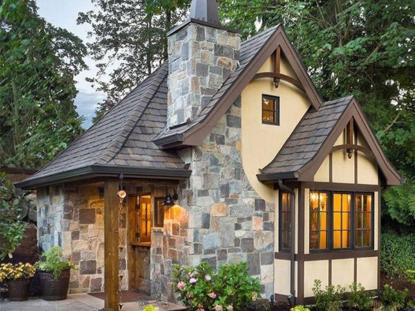 rumah kecil gaya tudor