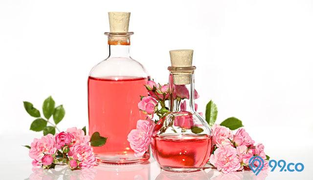14 Manfaat Air Mawar untuk Kecantikan Wajah dan Rambut. Rahasia Putri Raja!