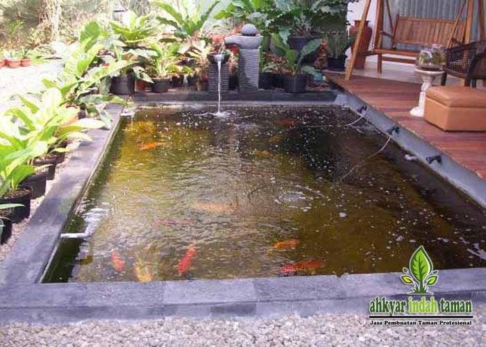 kolam ikan depan teras