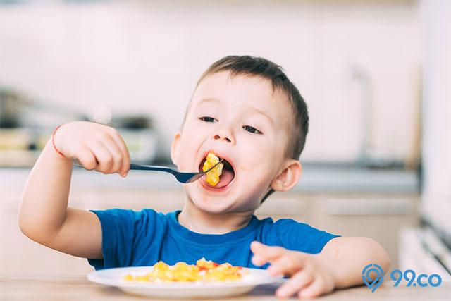 anak makan lahap
