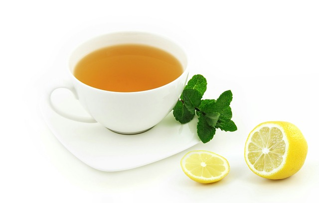 teh cangkir putih lemon
