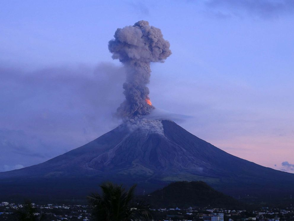 mimpi gunung meletus dan mengeluarkan api
