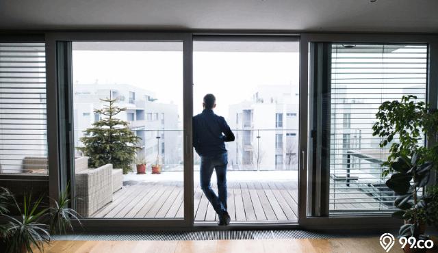 13 Inspirasi Desain Balkon Rumah Sempit Jadi Multifungsi. Asyik buat Santai!
