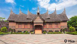 model atap rumah adat Indonesia