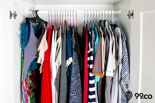 baju di lemari