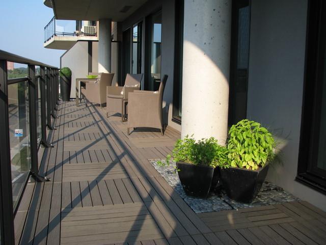 21 Desain Balkon Minimalis yang Membuat Rumah Terlihat Elegan