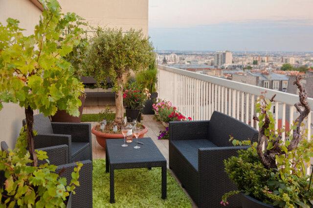 balkon minimalis tanaman hijau pemandangan indah