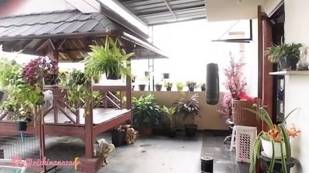 balkon rumah mewah