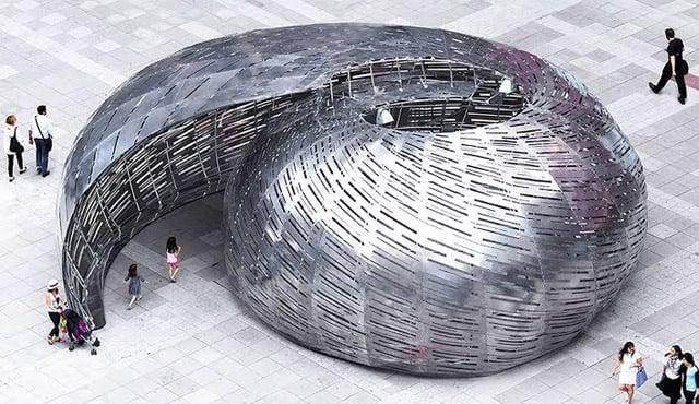 bangunan unik hewan laut