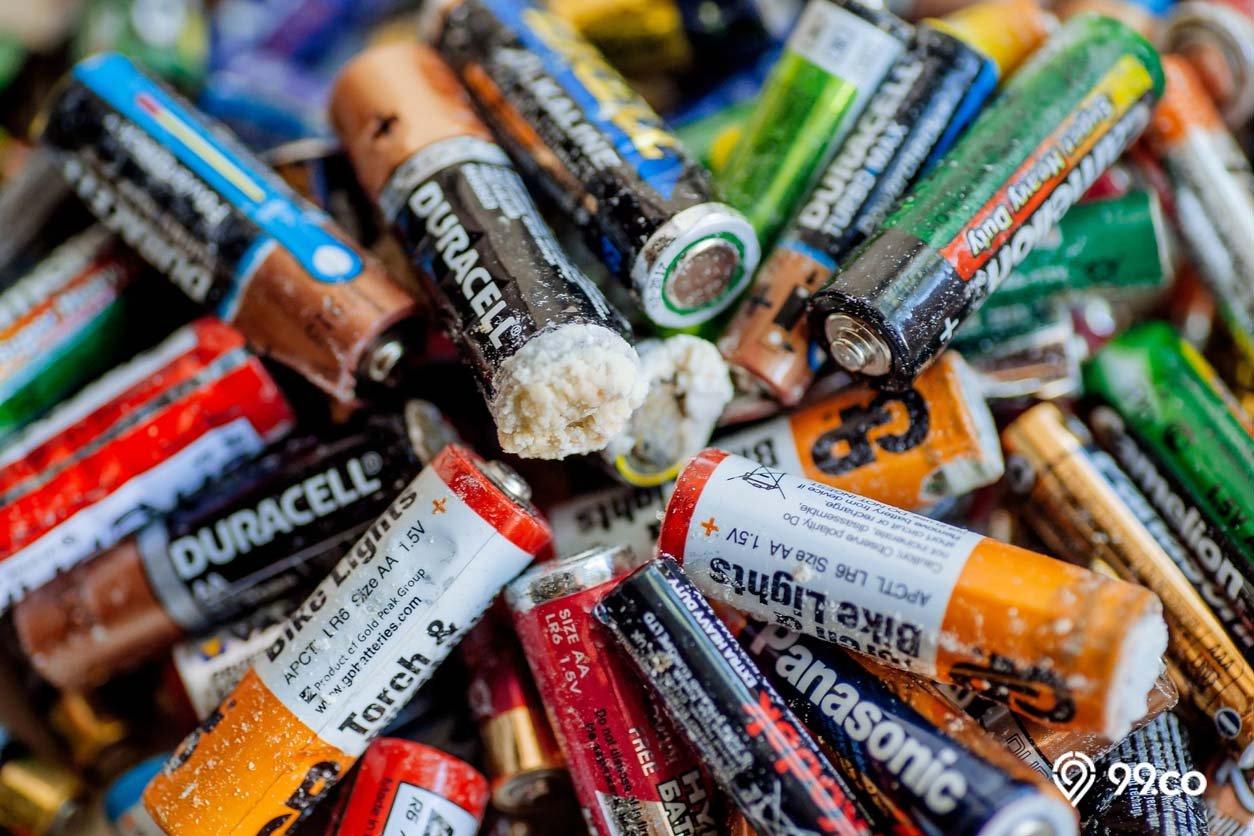 contoh limbah b3 bekas baterai