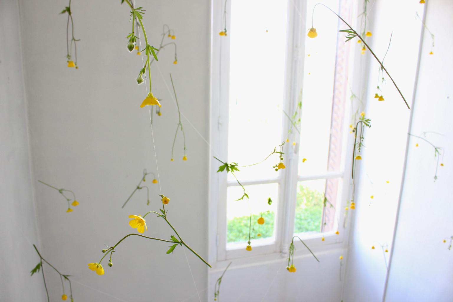 tirai gantung bunga segar