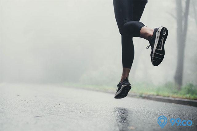 berlari saat hujan