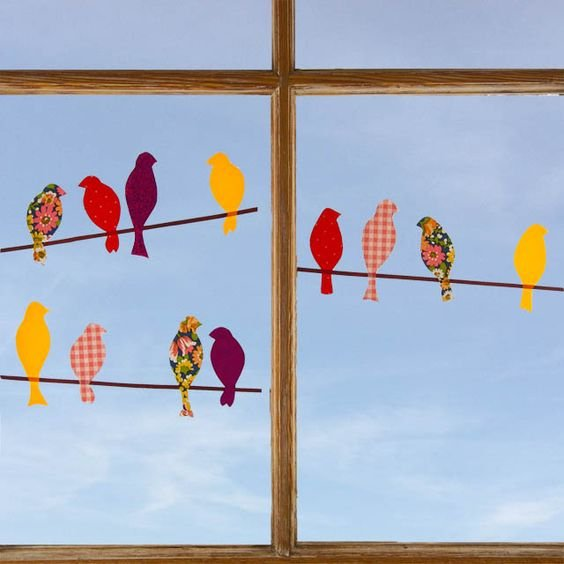 burung kertas di jendela