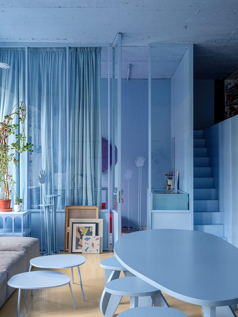monokrom biru pastel