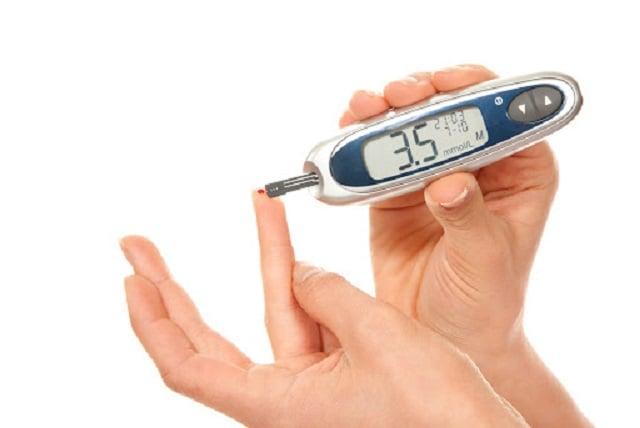 mengukur kadar gula darah