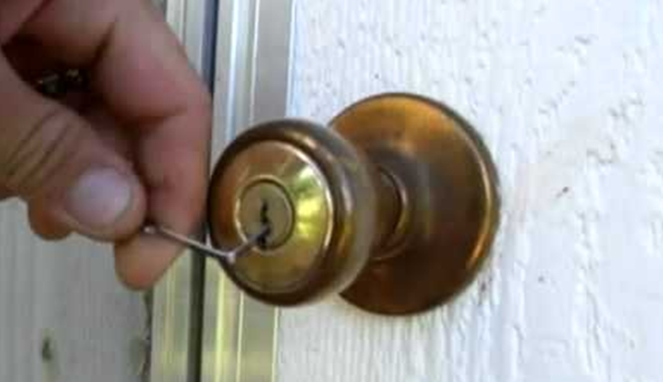 Cara Membuka Pintu Tanpa Kunci Dengan